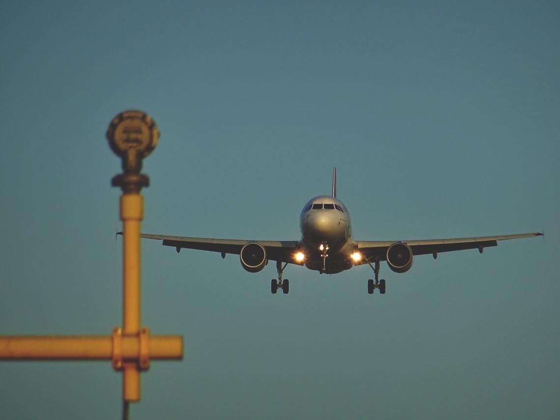 negative-space-airplane-landing-airport-sebastian-grochowicz